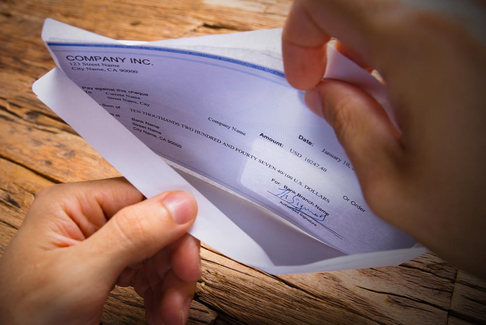 Avoid Fake Cashier's Checks on Facebook Marketplace